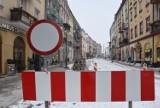 Zima zastopowała prace w kaliskim Śródmieściu. Jaki jest ich postęp? ZDJĘCIA
