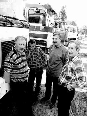 Grzegorz Wawrzyniak, Krzysztof Jagóra, Stanisław Kaczyński i Tadeusz Jarowszewski czekają na węgiel z kop. Rozbark. Dziwią się, że miasto go nie potrzebuje. LUCYNA USIŃSKA