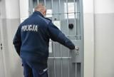 Ubliżał księdzu i groził śmiercią pracownikowi sądu - trafił do celi