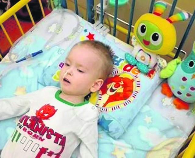 Kiedy Mateuszek się urodził, był zdrowym dzieckiem. Dziś cierpi na nieuleczalną chorobę, która stopniowo go wyniszcza