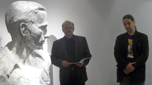 Tomasz Wenklar. Wystawa rzeźb w galerii Obok w Tychach