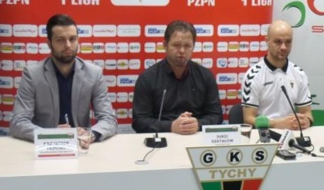 GKS Tychy: Krzysztof Trzosek, rzecznik, Jurij Szatałow, trener i Radosław Pruchnik, nowy zawodnik.