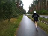 Gorąco, zimno czy deszcz, a Sławek Tarczewski dalej biegnie. Pokonuje trasę z Helu do Dąbia. Akcja charytatywna dla Hani z Brzeźnicy