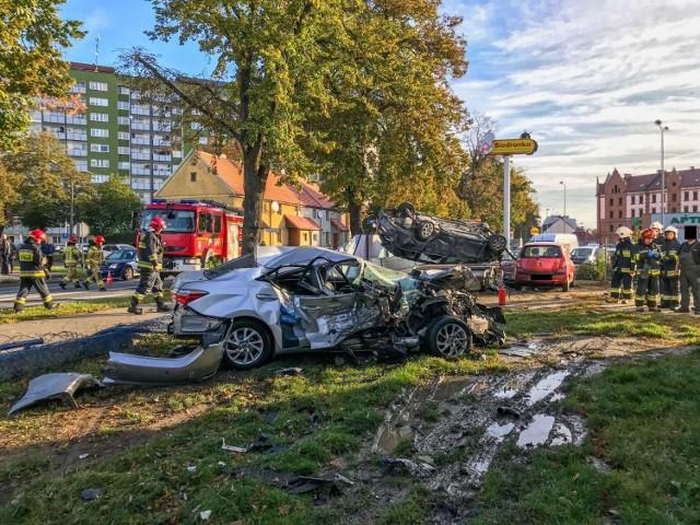 """Wypadek w Raciborzu. 35-latek, mieszkaniec województwa opolskiego, """"skasował"""" cztery samochody."""