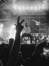 """Koncert Maty w Warszawie. Premierowe wykonanie """"Młodego Matczaka"""". Co działo się na lotnisku Babice?"""
