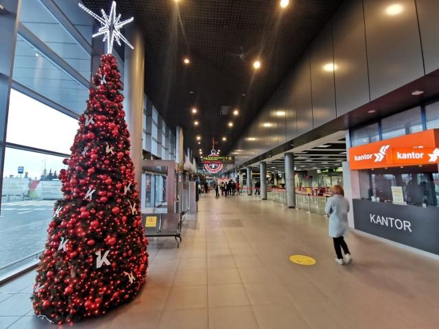 Puste lotnisko w Katowicach przed Bożym Narodzeniem 2020
