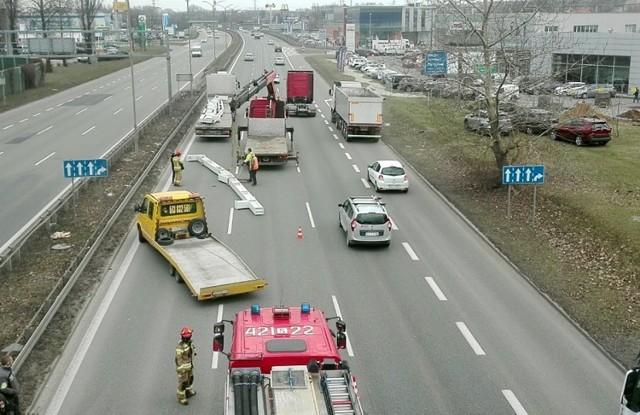 Wypadek na DTŚ w Chorzowie.  Zobacz kolejne zdjęcia. Przesuwaj zdjęcia w prawo - naciśnij strzałkę lub przycisk NASTĘPNE