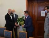 Posiedzenie Rady Powiatu w Wieluniu z udziałem posła Pawła Rychlika. Podziękowaniom nie było końca ZDJĘCIA