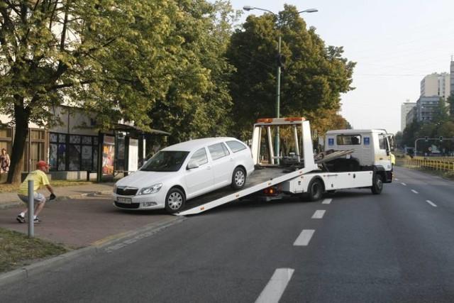 Jedno z aut odholowanych przy okazji Tour de Pologne w Katowicach przed kilku laty