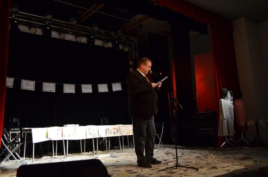 """Awangardowy Teatr Czarno - Czarny: """"Uderz w stół, a krzesła się odezwą"""" [zdjęcia]"""