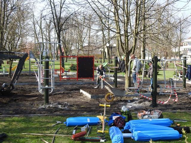 Budowa siłowni pod chmurką i placu zabaw w parku w Bielsku podlaskim