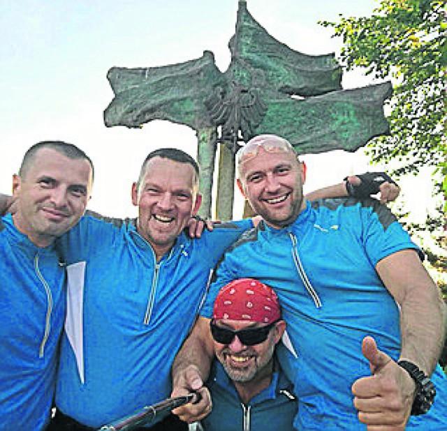 Roman Bibrzycki, Dawid Frank, Adam Kajser i Alan Orluk przejadą  na rowerach 2 tys. km przez góry