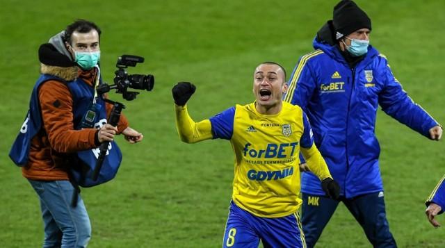 Piłkarze Arki Gdynia w półfinale Pucharu Polski wyeliminowali po rzutach karnych Piasta Gliwice