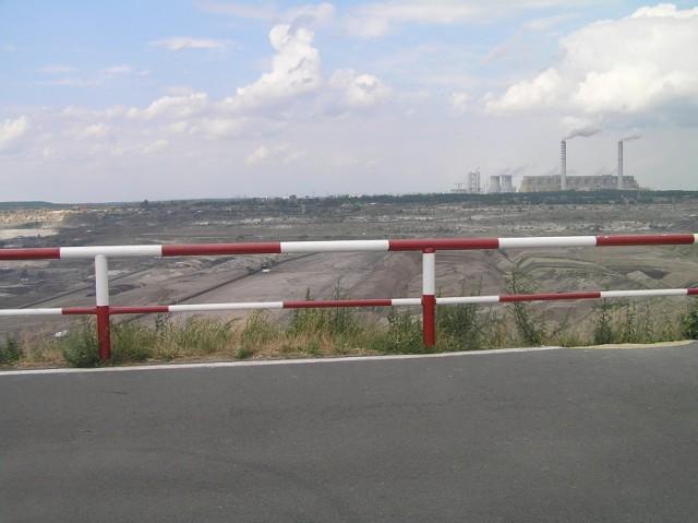 Wszystkiemu winna pobliska elektrownia, bazująca na węglu brunatnym. Fot. Tomasz Mazur