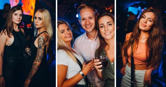 Imprezy w Hex Club Toruń znowu przyciągnęły fanów muzyki klubowej. Zobaczcie kolejne zdjęcia z jednego z bardziej popularnych miejsc w Toruniu. Tak się bawiliście. Oto fotorelacja!  Przesuwaj zdjęcia w prawo - naciśnij strzałkę lub przycisk NASTĘPNE
