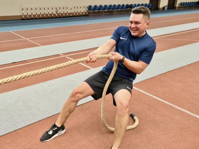 Przewodniczący łódzkiej rady miejskiej Marcin Gołaszewski zapisał się do związku przeciągania liny, żeby móc chodzić na siłownię