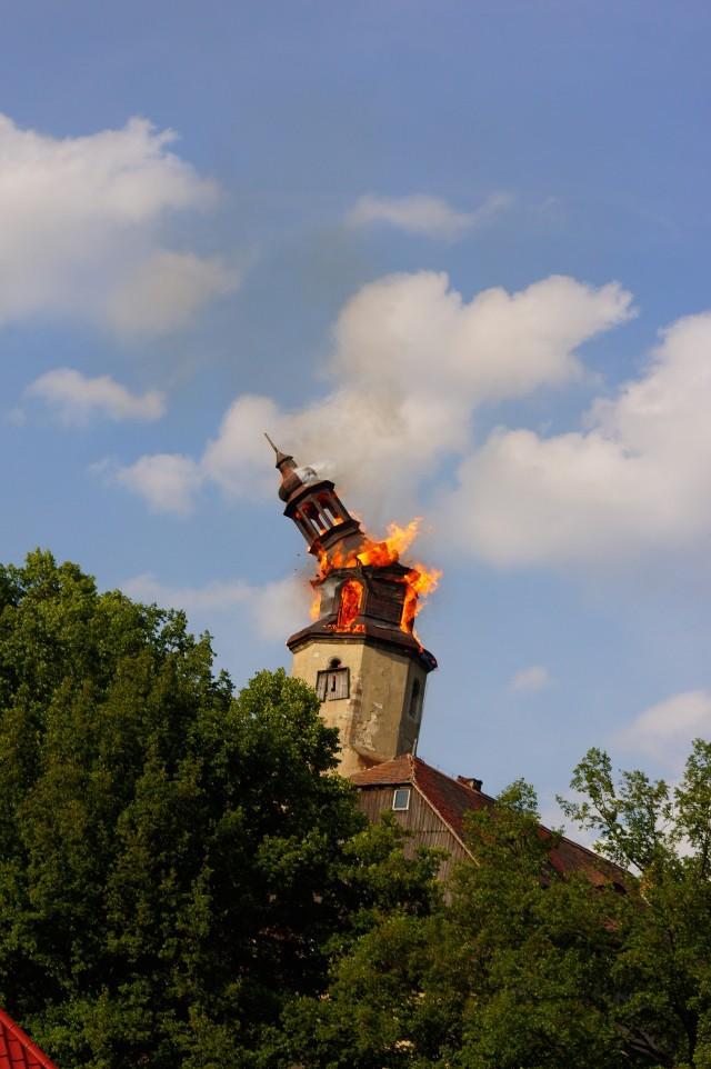 Upadek płonącej wieży