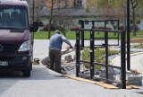 Wokół tężni w Busku-Zdroju trwa budowa ogrodzenia. Będzie opóźnienie [ZDJĘCIA]