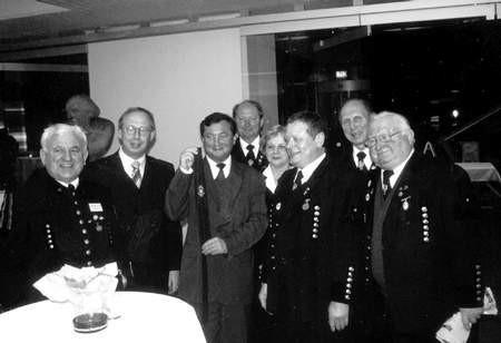 Uroczysta kolacja w czasie wizyty bytomskiej delegacji w Recklinghausen. Na zdjęciu prezydent Wójcik z miejscową orkiestrą.