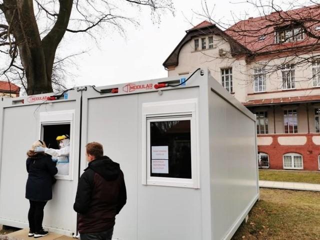 Dodatkowe łóżka ma też między innymi 105. Kresowy Szpital Wojskowy w Żarach oraz jego filia w Żaganiu.