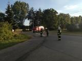 Gmina Gizałki. Plama oleju na drodze ciągnęła się kilka kilometrów. Strażacy zneutralizowali substancję