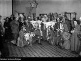 Święta w Warszawie dawniej: beczenie na pasterce, rzucanie kamieniami w księdza i snopy zboża w zamiast choinki
