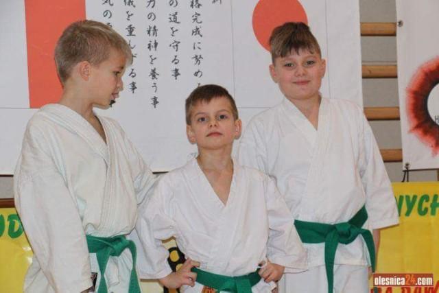 Kadry z wydarzeń sportowych z udziałem Kuby Baranowskiego, brązowego medalisty mistrzostw Europy w karate, i Tymka Lityńskiego, kuzyna i karateki