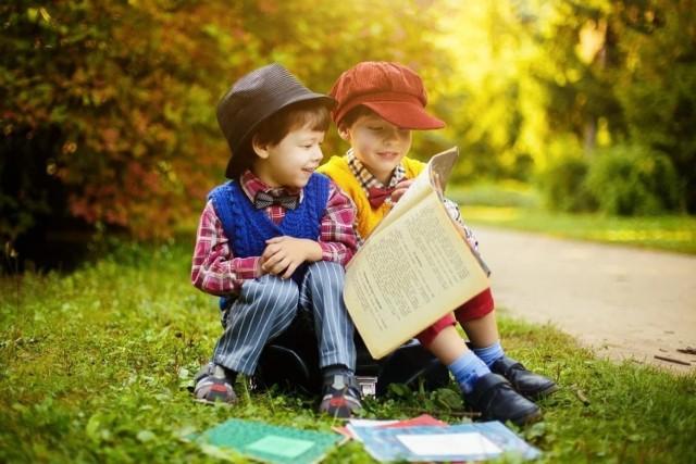 Bibliotekarze z Buska - Zdroju życzą dzieciom spełnienia wszystkich marzeń i zapraszają na Ogólnopolski Tydzień Czytania Dzieciom Nagrano specjalny filmik.