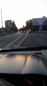Groźny wypadek na Chorzowskiej w Bytomiu: samochód dachował