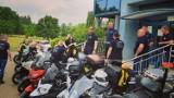 Policjanci z motocyklistami z grupy APC Motopasja o bezpieczeństwie ZDJĘCIA