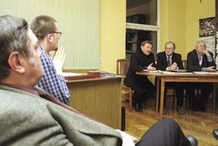 Poseł Zbigniew Podraza, Marek Piotrowski i poseł Wiesław Jędrusik dużo mówili o celach nowego stowarzyszenia.