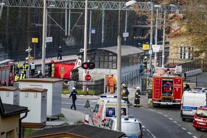 Jak doszło do wypadku karetki na przejeździe kolejowym w Puszczykowie? [ZDJĘCIA]