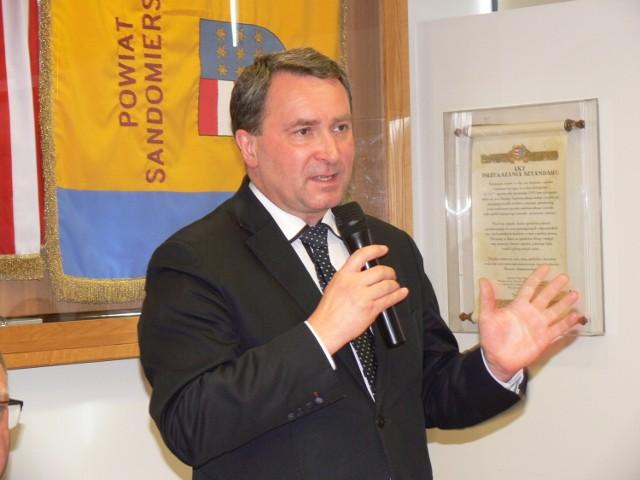 O planach i decyzjach związanych z zabezpieczeniem szpitala dr Marek Kos, dyrektor lecznicy mówił podczas powiatowego sztabu zarządzania kryzysowego, jaki w czwartek, zebrał się w sandomierskim starostwie.