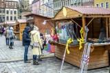 Mimo pandemii ruszył Jarmark Wielkanocny, ale bez wydarzeń kulturalnych. Tłumy na Starym Rynku