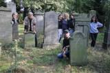 Inwentaryzowali jeden z największych cmentarzy żydowskich w Wielkopolsce [ZDJĘCIA]