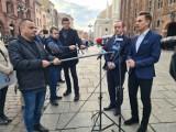 Marszałek Senatu w Toruniu mówił o przyspieszonych wyborach