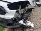 Nocny wypadek w Szczawnie - Zdroju i rozbite trzy samochody na ulicy Sienkiewicza. Co tu się wydarzyło?