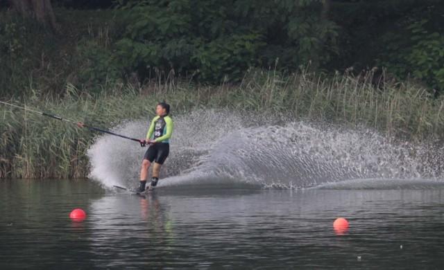 W Sosnowcu na Stawikach rozegrano mistrzostwa świata za wyciągiem w narciarstwie wodnym    Zobacz kolejne zdjęcia. Przesuwaj zdjęcia w prawo - naciśnij strzałkę lub przycisk NASTĘPNE
