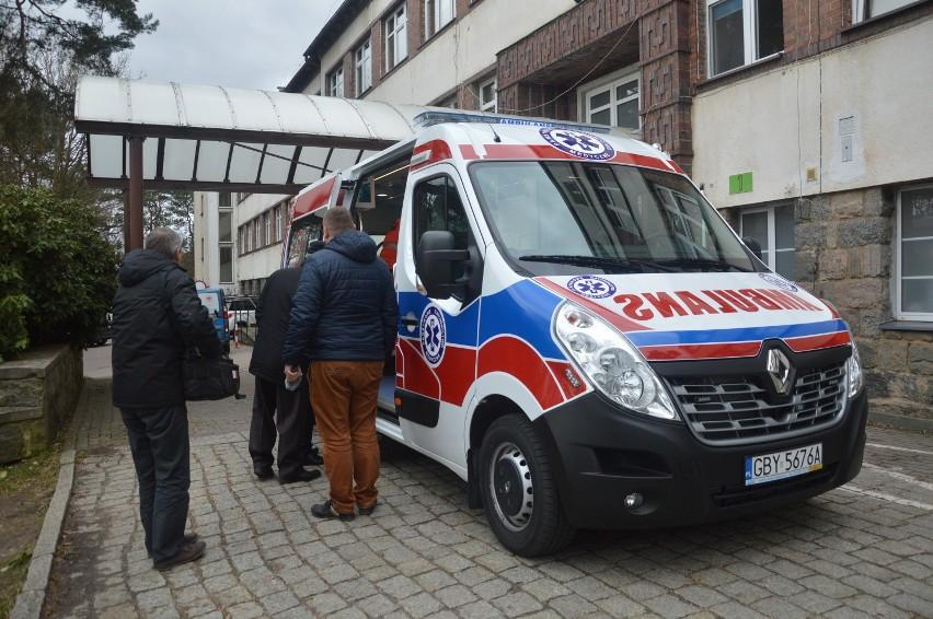 Nowa karetka dla szpitala w Bytowie to sukces, ale połowiczny (zdjęcia, wideo)