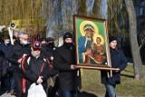 Męski Różaniec Śrem. Modlący się mężczyźni przeszli ulicami Śremu