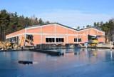 Pływalnia w Wolbromiu ma już dach. Ma być gotowa za kilka miesięcy