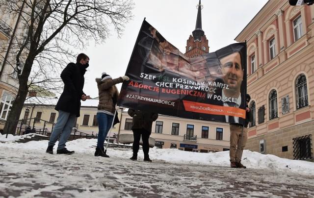W pikiecie wzięło udział kilku działaczy fundacji Życie i Rodzina