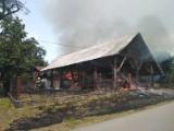 Dąbrowica. Pożar stodoły pod Dąbrowa Tarnowską. Strażacy ratowali przed ogniem także drewnianą kaplicę