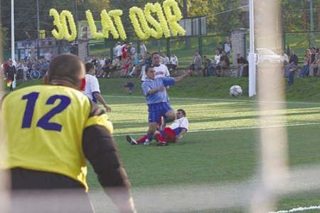 Jacek Kornecki na nowym boisku bronił bramki w meczu pracowników Interpromexu i MPWiK.