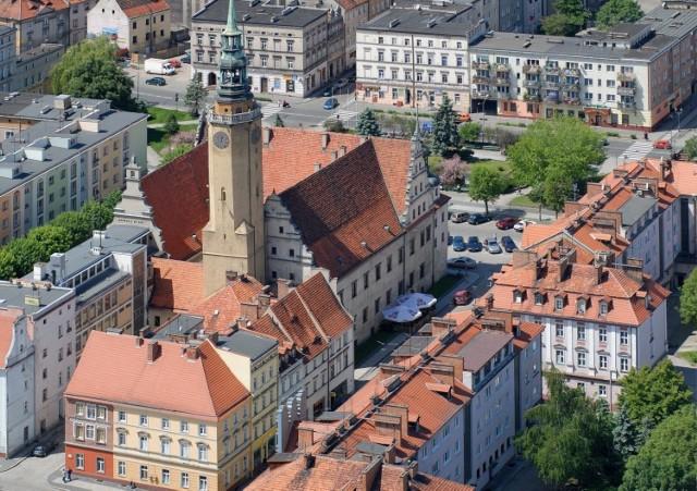 Gdzie załatwić sprawę w urzędzie miasta w Brzegu? Numery telefonów do urzędu miasta w Brzegu.