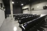 Jedenaście tytułów, trzydzieści pięć seansów. W Słupsku po przerwie otwiera się pierwsze kino. Zobacz nową salę kinową Rejsu