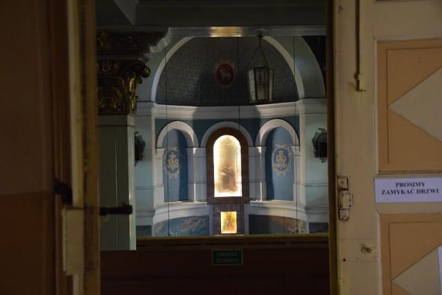 - Intencja zależy od tego, kto zamawia mszę świętą. Ta osoba decyduje o intencji, ale my, jako duszpasterze chcemy pomóc ludziom, aby była i liturgicznie, i teologicznie poprawna - tłumaczy ksiądz Waldemar Kostrzewski.