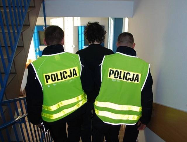 Policjanci zatrzymali sprawców profanacji kościoła