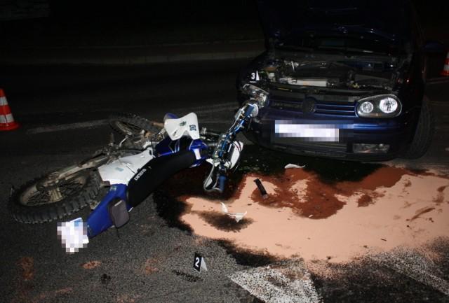 Kierujący motocyklem suzuki został ranny w zderzeniu z volkswagenem