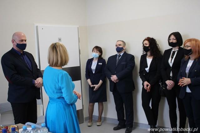 Dzienny Dom Opieki Medycznej w Kłobucku został oficjalnie otwarty  Zobacz kolejne zdjęcia. Przesuwaj zdjęcia w prawo - naciśnij strzałkę lub przycisk NASTĘPNE